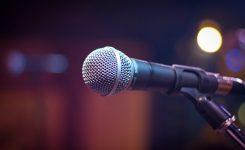 Wat is het Islamitische oordeel over het gebruik van een microfoon in het gebed?